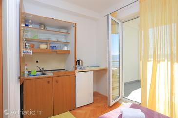 Stanići, Kitchen in the studio-apartment, air condition available and WiFi.