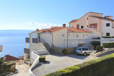 Stanići, Omiš, Hébergement 2764 - Appartement à proximité de la mer avec une plage de galets.