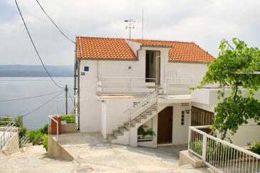 Stanići, Omiš, Obiekt 2765 - Apartamenty przy morzu ze żwirową plażą.