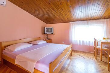 Duće, Bedroom in the room, dostupna klima i WIFI.
