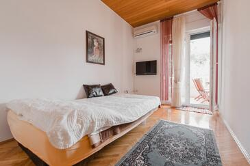 Duće, Living room in the apartment, air condition available and WiFi.