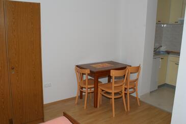 Stanići, Jedáleň v ubytovacej jednotke studio-apartment, WIFI.