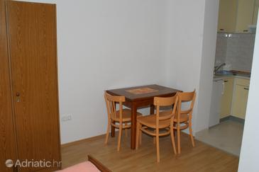 Stanići, Comedor in the studio-apartment, WiFi.