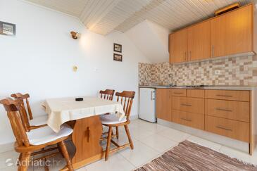Nemira, Dining room in the studio-apartment, dopusteni kucni ljubimci i WIFI.