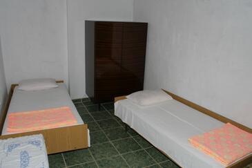 Podaca, Sypialnia w zakwaterowaniu typu room.
