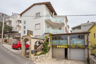 Nemira, Omiš, Property 2781 - Rooms near sea with pebble beach.