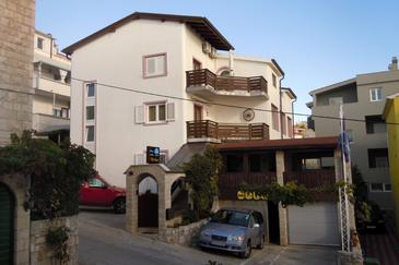 Nemira, Omiš, Property 2781 - Rooms near sea with pebble beach.