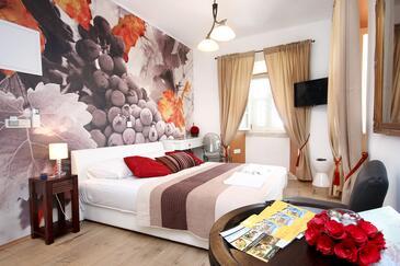 Orebić, Ložnice v ubytování typu room, klimatizácia k dispozícii a WiFi.