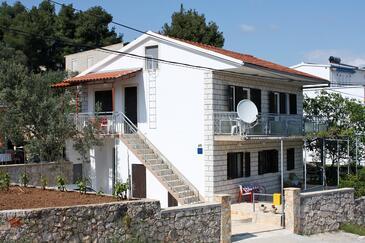 Marina, Trogir, Obiekt 2791 - Apartamenty przy morzu ze żwirową plażą.