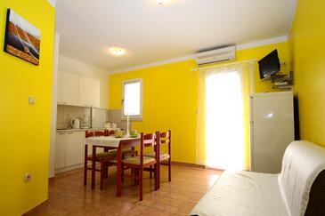 Rastići, Jadalnia w zakwaterowaniu typu apartment, dostupna klima i WIFI.