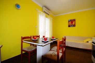 Rastići, Столовая в размещении типа apartment, доступный кондиционер и WiFi.