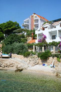 Stanići, Omiš, Property 2797 - Apartments near sea with pebble beach.