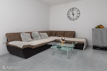 Stanići, Living room 1 in the apartment, air condition available and WiFi.