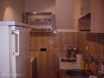 Milna, Kitchen in the studio-apartment.