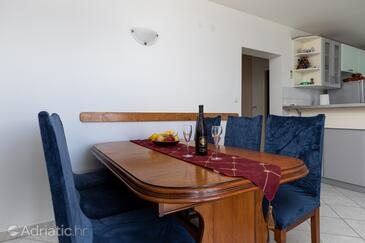 Mimice, Dining room in the apartment, dostupna klima, dopusteni kucni ljubimci i WIFI.