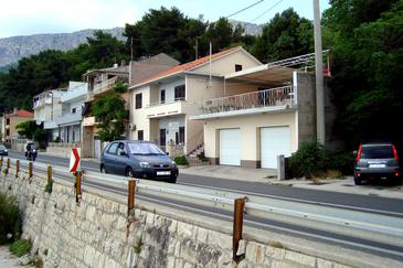 Mali Rat, Omiš, Property 2811 - Apartments near sea with pebble beach.