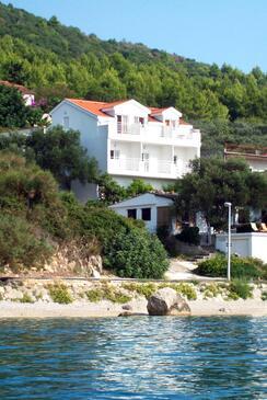Zaostrog, Makarska, Szálláshely 2816 - Apartmanok a tenger közelében kavicsos stranddal.
