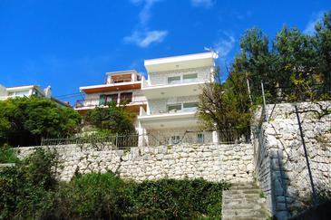 Pisak, Omiš, Property 2826 - Apartments by the sea.