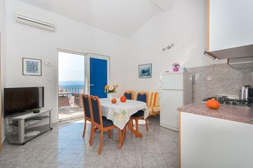 Pisak, Dining room in the apartment, air condition available, (pet friendly) and WiFi.