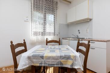 Nemira, Столовая в размещении типа apartment, доступный кондиционер, Домашние животные допускаются и WiFi.