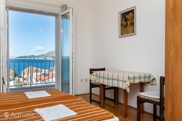 Nemira, Dining room in the studio-apartment, air condition available, (pet friendly) and WiFi.