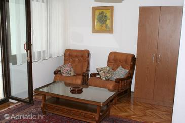 Nemira, Living room in the studio-apartment, (pet friendly) and WiFi.