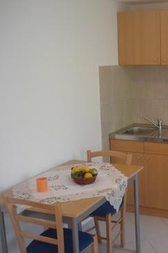 Supetar, Dining room in the studio-apartment, dopusteni kucni ljubimci i WIFI.