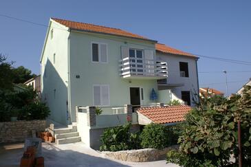 Supetar, Brač, Obiekt 2835 - Apartamenty ze żwirową plażą.