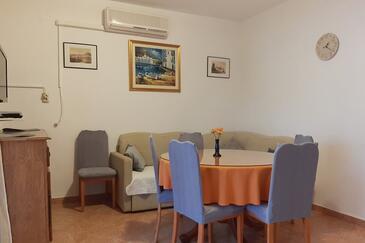 Mirca, Jídelna v ubytování typu apartment, s klimatizací a WiFi.