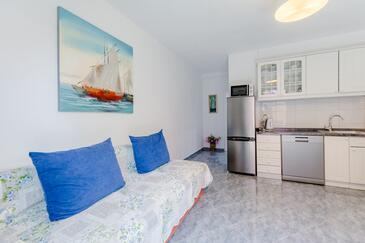 Sutivan, Living room in the apartment, dostupna klima, dopusteni kucni ljubimci i WIFI.