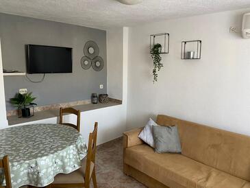 Sutivan, Dining room in the apartment, dostupna klima, dopusteni kucni ljubimci i WIFI.