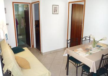 Supetar, Dining room in the apartment, air condition available, (pet friendly) and WiFi.