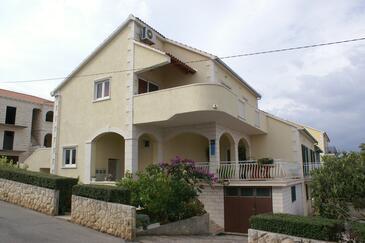 Supetar, Brač, Obiekt 2850 - Apartamenty ze żwirową plażą.