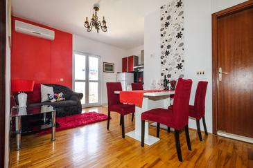 Sutivan, Jadalnia w zakwaterowaniu typu apartment, Dostępna klimatyzacja, zwierzęta domowe są dozwolone i WiFi.