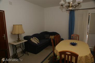 Supetar, Living room in the apartment, dostupna klima i dopusteni kucni ljubimci.