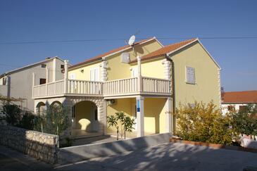 Supetar, Brač, Obiekt 2852 - Apartamenty ze żwirową plażą.