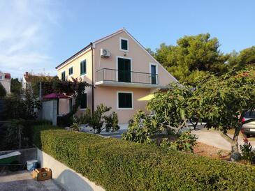 Mirca, Brač, Obiekt 2854 - Apartamenty przy morzu ze żwirową plażą.
