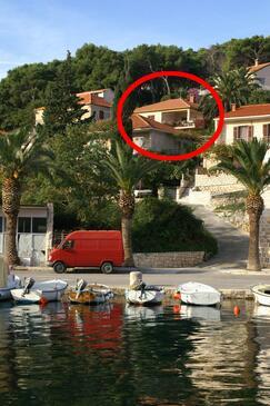 Splitska, Brač, Objekt 2857 - Ubytovanie s kamenistou plážou.
