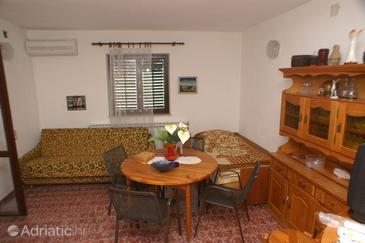 Supetar, Dining room in the apartment, dostupna klima.