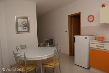 Supetar, Dining room in the apartment, dostupna klima i WIFI.