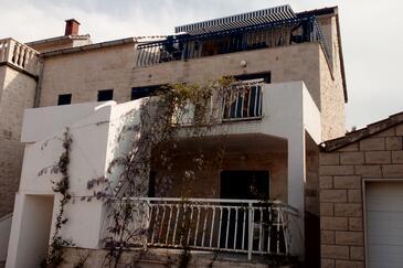 Splitska, Brač, Property 2862 - Apartments in Croatia.