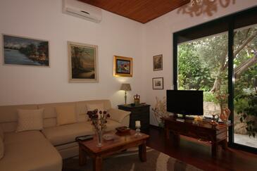 Splitska, Pokój dzienny w zakwaterowaniu typu apartment, dostupna klima i WIFI.