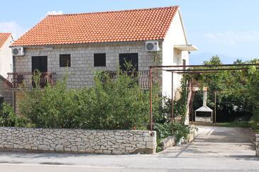 Supetar, Brač, Objekt 2868 - Ubytování s oblázkovou pláží.