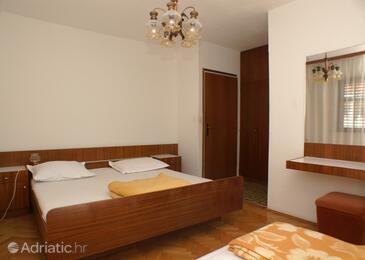 Supetar, Спальня в размещении типа room, доступный кондиционер и Домашние животные допускаются.