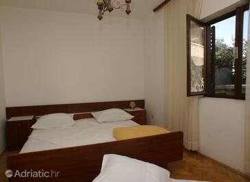 Supetar, Ložnice v ubytování typu room, domácí mazlíčci povoleni.
