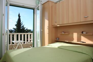 Bol, Sypialnia w zakwaterowaniu typu room, dostupna klima i WIFI.