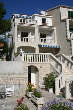 Bol, Brač, Property 2875 - Apartments and Rooms with pebble beach.