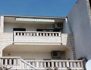 Bol, Brač, Objekt 2883 - Apartmani sa šljunčanom plažom.