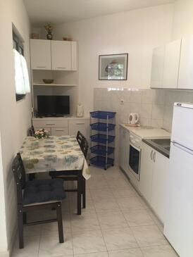 Mirca, Dining room in the apartment, (pet friendly) and WiFi.