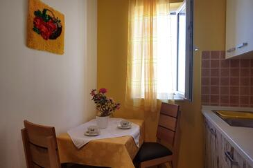 Bol, Dining room in the apartment, (pet friendly) and WiFi.